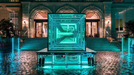miroir-infini-sans-tain-grande-dimension-like-mirror-mirolege-bureau-betak-FTL-fashionweek-paris-google (5)