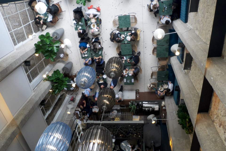plafond tendu miroir pour le restaurant Daroco