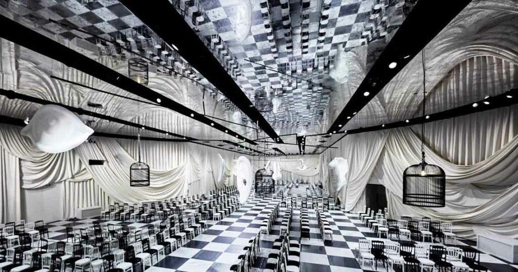 plafond-tendu-miroir-vieilli-imprime-location-evenementiel-dior-bureau-betak-fashionweek-paris-Groupe CTN